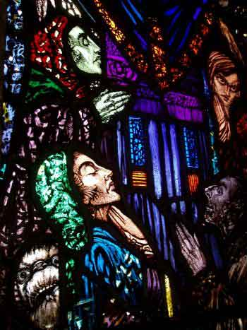Discípulos. Detalle de la iglesia Saints Peter Paul, Balbriggan, Co. Dublin (Harry Clarke, 1924)